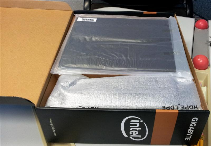 Gigabyte T1132N Booktop - First Look inside the box