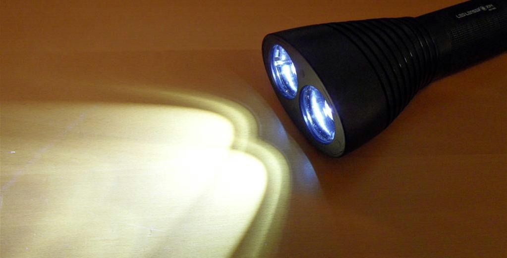 LED LENSER® X14 - zwei sich überlagernde Lichtkegel